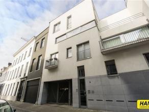 Mooi instapklaar appartement In residentie 'Academie' met een bew. opp. van 83,20m², 2 slaapkamers en terras van 10,6m². Het appartement bes