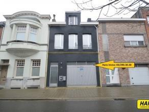 Gerenoveerd appartement met 1 slaapkamer grote tuin en garage op het gelijkvloers in een gebouw zonder lift. Indeling: Leefruimte met lichtinval van 2