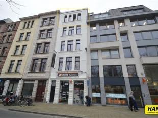 Vlaamsekaai 89 is een renovatieproject van 4 appartementen met 2 slaapkamers op een absolutie toplocatie. Alle appartementen werden afgewerkt met hoog