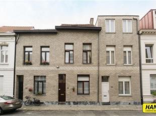 Eengezinswoning met 5/6 slaapkamers met een bewoonbaar oppervlakte van 145m² op een perceel van 68m². Indeling gelijkvloers: Inkomhal (11,2m