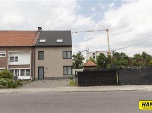 Royale halfopen bebouwing (210 m²) met 2 slaapkamers en mogelijkheid tot handelspand of appartement op het gelijkvloers nabij Mechelen-Zuid.<br /
