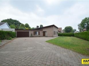 Charmante laagbouwvilla (170 m²) met 2 slaapkamers en zuidwest-georiënteerde tuin in rustige buurt te Kapellen.<br /> De woning bevindt zich