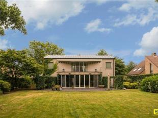Riante, karaktervolle villa (260 m²) met 3 tot 4 slaapkamers, 2 badkamers en zuid-west-georiënteerde tuin op een residentiële locatie i