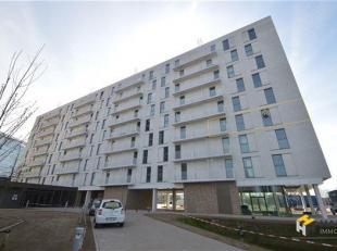 Goed gelegen appartement van ca. 60m². Het appartement is gelegen op de 3e verdieping in een gebouw met lift.  Indeling:  Inkom van 5m² op t