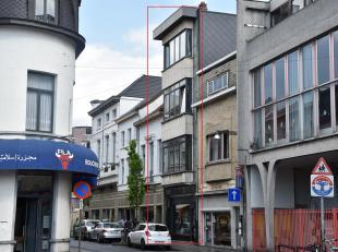 Centraal gelegen opbrengsteigendom met zijdelings zicht op het Sint-Jansplein.<br /> De huurders betalen maandelijks  2.585,- +  120,- kosten.<br /> -