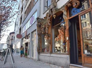 Karaktervolle winkelruimte in de befaamde Kloosterstraat. Een straat met een unieke uitstraling van creativiteit en gezelligdheid! De straat is de laa