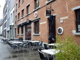Charmante commerciële ruimte/kantoorruimteoptoplocatie aan't Eilandje, een bruisende buurt in het centrum van Antwerpen, nabij het MAS museum en