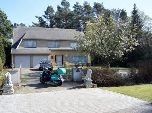 Gerenoveerdevilla op 2.056m², gelegen in Koningshof met zuid-oriëntatie.Indeling:Gelijkvloers (145m²): inkomhal, vestiaire en gastentoi