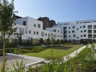 Instapklare duplexwoning met terras nabij de Botanische tuinen in de Leopoldstraat. In deze exclusieve woonbuurt is het op ieder moment van de dag aan