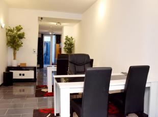 Handelsgelijkvloers/kantoor met stadskoer in een recent gerenoveerd gebouw aan Park Spoor Noord.<br /> Indeling:<br /> * Inkom; bureauruimte op kerami