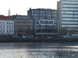 Toplocatie op het Eilandje!Luxueus appartement op de 4de verdieping van een standingvol gebouw, met prachtig uitzicht op hetMAS, de jachthaven en de S