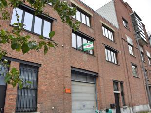 't Eilandje: Volledignieuw 2-slaapkamer appartement op de 1ste verdieping in een oud pakhuis.<br /> Indeling: Inkomhal, technische ruimte, woonkamer m