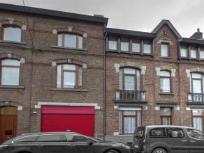Imposante maison 4/5 chambres à usage mixte (habitation et profession libérale) avec grand garage et splendide jardin ZEN. ETAT IMPECCAB