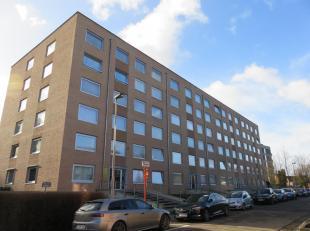 Dit zonnig gelijkvloers appartement bevindt zich op wandelafstand van het centrum van Hasselt maar is toch rustig gelegen.<br /> Via een ruime inkomha