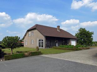 Recente boerderij/hoeve met 2 stallen op 4,5 ha<br /> Dit recent woonhuis (bj 1992) met 5 slaapkamers is gelegen op een zeer groene en rustige locatie