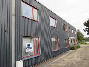 Bureelruimtes gelegen naast de vlot bereikbare Heidestraat Dit gebouw bestaat gelijkvloers uit 6 ruimtes + sanitaire voorzieningen.Op de bovenverdiepi