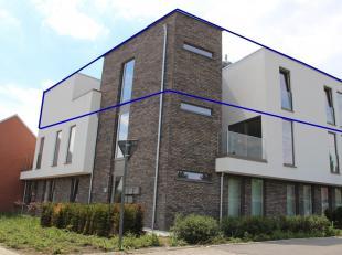 Dit penthouse is luxueus afgewerkt en heeft een bewoonbare oppervlakte van 192 m².<br /> Via de ruime inkomhal komen we in de leefruimte met open