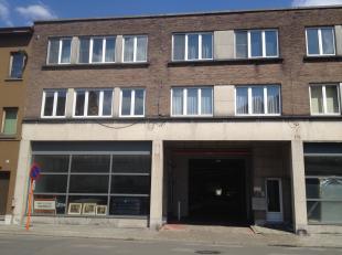 Mechelen-centrum, Goswin de Stassartstraat 54-56 2e verdiep: Volledig gerenoveerd appartement met 1 slaapkamer - Inkomhall - Living - Ingericht keuken