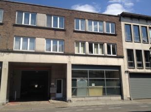 Mechelen-centrum, Goswin de Stassartstraat 54-56 1e verdiep: Volledig gerenoveerd appartement met 3 slaapkamers of bureau, dressing enz - Inkomhall -