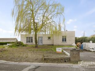 Contactname: Eline Ampe - 0478/36 20 40<br /> Dit renovatieproject bevindt zich in Wontergem, een deelgemeente van Deinze. De woning ligt op een ruim