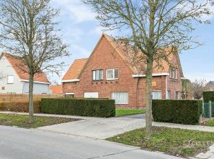 Contactname: Eline Ampe - 0478/36 20 40<br /> Deze halfopen bebouwing met grote tuin en prachtig zicht op de landelijke omgeving van Oudenaarde is een
