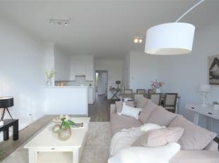 Groot appartement met 2 slaapkamers en zonneterras gelegen in een prachtig authentiek gebouw te Brugge. <br /> Indeling : inkomhal, ruime woonkamer me