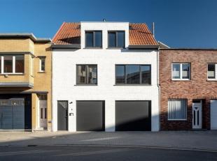 Gerenoveerde eigendom/woonst met opslag/atelierruimte te Zeebrugge.  <br /> Inkomhal met traphal, garage en een naastliggende loods voorzien van verwa