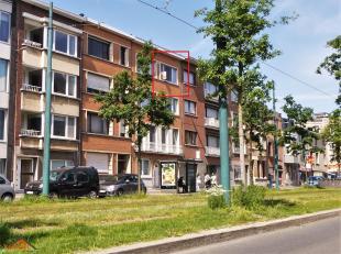 Dit knusse één-slaapkamerappartement ligt op een vlot bereikbare ligging langs de Tentoonstellingswijk te Antwerpen.  Indeling:  Een gez