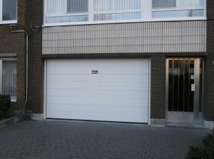 Deze dubbele autostaanplaats (P4 en P5) 4,8 x 4,6 bevindt zich in de ondergrondse verdieping van garagecomplex Bosuil op een centrale locatie nabij de