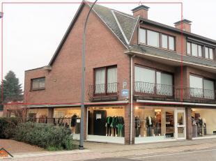 Goed onderhouden appartement met een zuidterras 20m² en aanhorige parkeergelegenheid. Het appartement is gelegen in het centrum te Sint-Job-In-'t