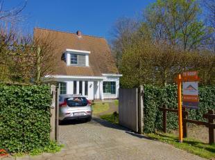 De woning is gelegen in een een kindvriendelijke en rustige woonwijk te Kapellen. Indeling: inkomhal met gastentoilet, een woon- en eetkamer 32m²