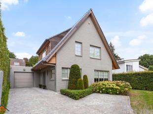 De woning is gelegen in een een kindvriendelijke en rustige woonwijk te Kapellen. Ze dateert van 1969 en werd in 2015 volledig gerenoveerd. Indeling: