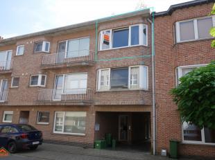 Dit comfortabel appartement is gelegen op de tweede verdieping van een kleinschalig en verzorgd gebouw. Indeling: een inkomhal met apart toilet en han