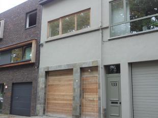 Deze hedendaagse duplex is gelegen in een rustige straat te midden de Bredabaan en Hemelakkers. Indeling: een ruime inkomhal met apart gastentoilet en