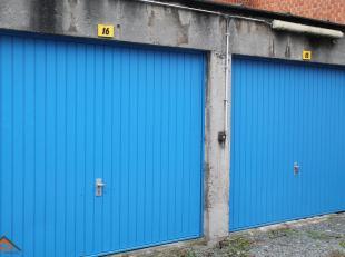 Deze garagebox is uitgerust met een handmatige kantelpoort, een stopcontact en een lichtpunt. Zeer centraal gelegen met in de nabijheid het Sportpalei