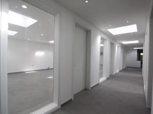 Volledig gerenoveerde commerciele - /kantoor ruimte gelegen op toplocatie nabij Park den Brandt/Nachtegalenpark.<br />  Ideaal voor bijvoorbeeld een g