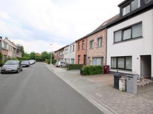 Instapklare en gezellige woning voorzien van 3 slaapkamers en een aparte bureau met zuid-orientatie uiterst residentieel gelegen! INDELING; Gelijkvloe