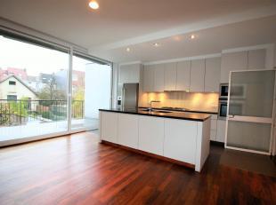 Luxueus en ruim duplex appartement ca. 195m² met zonnig ZO-georiënteerd terras ca. 14 m². Het appartement is gelegen op toplocatie nabi