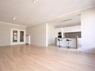 Prachtig 3 slaapkamer appartement ca. 135m² met terras gelegen op toplocatie in het centrum van Antwerpen te Oudaan.<br /> INDELING;<br /> INKOMH