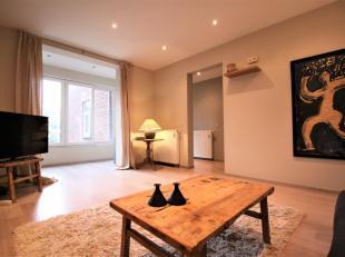 ANTWERPEN - Prachtig gemeubeld twee slaapkamer appartement van ca. 110m², gelegen op de tweede verdieping in authentieke herenwoning voorzien van