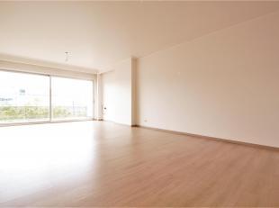 Aangenaam en licht2 slaapkamer appartement ca. 105m² met terras gelegen nabij het Rivierenhof,vele winkels, restaurants, openbaar vervoer, schole