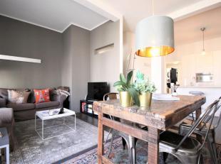 ANTWERPEN -Prachtig twee slaapkamer appartement van ca. 80m² met terrasje gelegen in een stijlvolle herenwoning, gelegen op detweede verdieping w