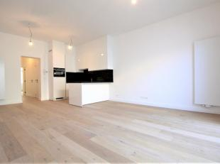 Volledig gerenoveerdgelijkvloers 1 slaapkamer appartement op parket ca. 65m² met privatief terras ca. 22m² gelegen in een klein gebouw te Ou