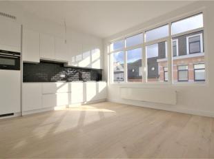Volledig gerenoveerd 3 slaapkamer duplex appartement op parket ca. 102m² met privatief terras ca. 5m² gelegen in een klein gebouw zonder lif