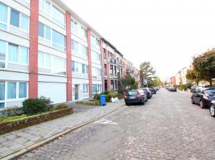 PULHOF - Volledig gerenoveerd en charmant 1 slaapkamer appartement op parket met zonnig terrasje achteraan.U heeft de mogelijkheid een garagebox bij t