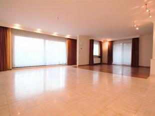 Ruim twee slaapkamer hoek-appartement ca.158m² voorzien van meerdere terrasen ca. 19,8m²gelegen op de eerste verdieping in een standingvol g