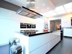 Zeer ruime woning met 5 slaapkamersen een privatiefterras van maar liefst 52m² op zeer goede locatie nabij brouwerij de Koninck, het Groen kwarti