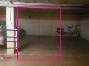 De toegang van de garage bevindt zich aan de achterzijde van het gebouw via een automatische poort. <br /> Onmiddellijk beschikbaar.<br /> <br /> Voor