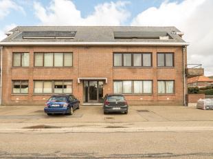 Residentie Dagmar, gelegen in de Pannestraat 20 te Lanaken. Hier bevindt zich op het gelijkvloers dit mooi verzorgd appartement. De huidige eigenaar h