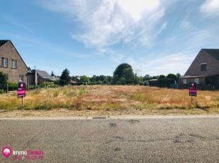Deze bouwgrond is gelegen in de Dennenweg te Zonhoven. <br /> U geniet hier van een centrale ligging, vlakbij scholen en openbaar vervoer. <br /> Bove